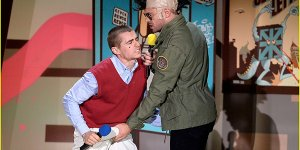 Zac Efron afferra lo scroto di Dave Franco sul palco degli MTV Movie Awards 2015!