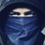 Robin Hood – L'Origine della Leggenda, Taron Egerton si allena al tiro con l'arco in una nuova clip