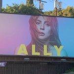 A Star is Born: a West Hollywood compare il cartellone di Ally come nel film