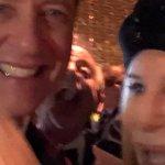 Oscar 2019: il sogno di Richard E. Grant si avvera, ecco il selfie sfocatissimo con Barbra Streisand
