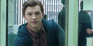 Spider-Man: Far From Home, Peter Parker ritira il passaporto in maniera peculiare in una scena eliminata