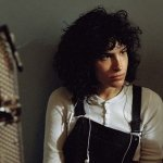 The Bisexual: il trailer della serie britannica di Desiree Akhavan