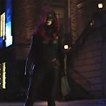 Elseworlds: nel nuovo trailer Batwoman entra in azione