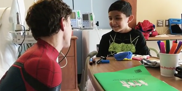 Spider-Man fa felici i piccoli pazienti di un ospedale