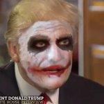 Donald Trump difende il bando all'immigrazione nei panni del Joker nella parodia dell'intervista alla ABC