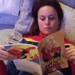 Captain Marvel: Brie Larson e parte del cast in una foto di gruppo a Disneyland