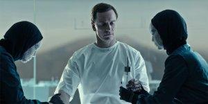 EXCL: Alien – Covenant, Michael Fassbender contro Michael Fassbender in un estratto dagli extra