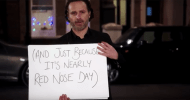 Love Actually il sequel: Andrew Lincoln riprende in mano i cartelloni per il teaser di Red Nose Day Actually!