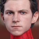 Spider-Man: Homecoming, ecco Tom Holland insieme alla figure della Hot Toys di Spidey