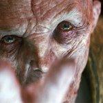 Star Wars: Gli Ultimi Jedi, la progettazione delle scene con Snoke in una nuova clip dietro le quinte