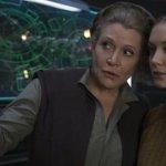 Star Wars: Billie Lourd e Carrie Fisher provarono a intrufolarsi a una proiezione de Il Risveglio della Forza