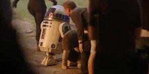 Star Wars: Gli Ultimi Jedi, la commozione di Mark Hamill sul set in una clip dietro le quinte