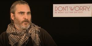 Don't Worry: tre clip italiane del film di Gus Van Sant e la videointervista a Joaquin Phoenix