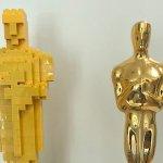 Oscar 2019: Chris Miller mette finalmente una statuetta vera al fianco del suo Oscar di LEGO!