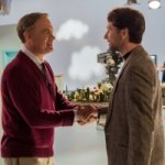 Tom Hanks è Fred Rogers in una nuova immagine di A Beautiful Day in the Neighborhood