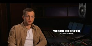 Rocketman: Taron Egerton parla di Elton John in una featurette dal Blu-ray   EXCL