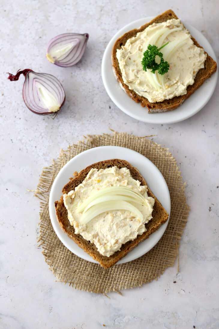 Zwiebelaufstrich Rezept herzhaft | bäckerina.de