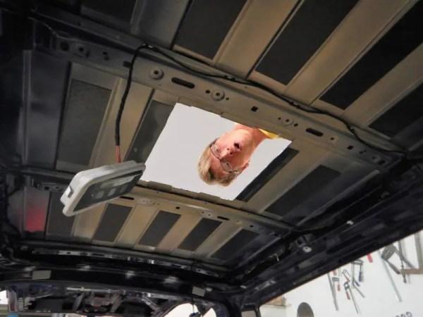 Ein Dachfenster selber einbauen in den VW Bus.