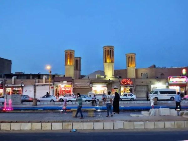 Windtürme in Yazd im Süden vom Iran