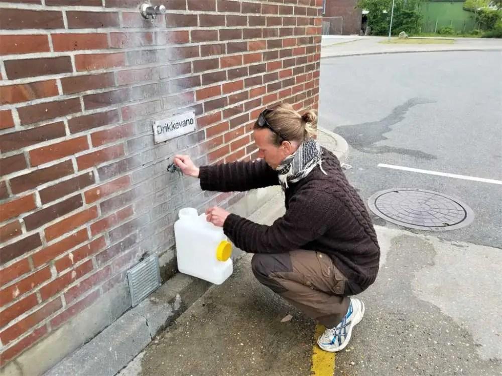 Kostenloses Trinkwasser an der Westküste Dänemarks.