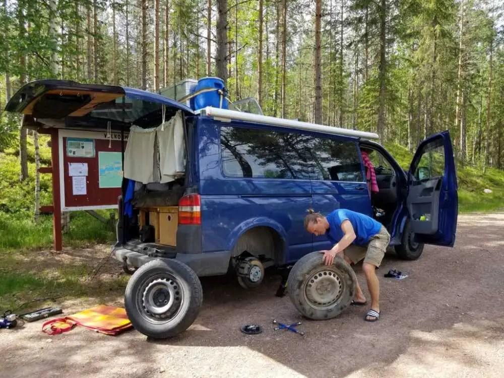 Reifenpanne mit dem Camper in Schweden