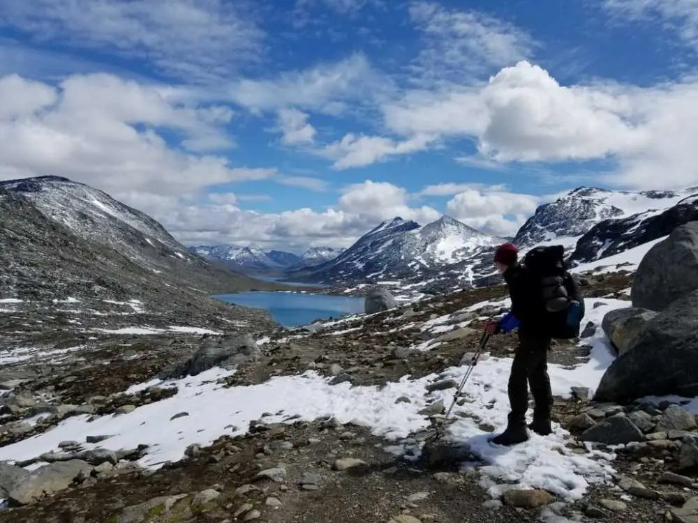 Natur und Seen im Nationalpark Jotunheimen. Trekking-Tour in Norwegen.