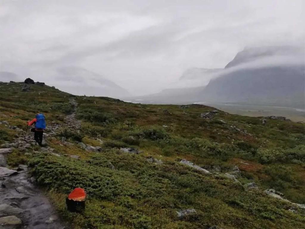 Regen auf dem Dag Hammarskjöldsleden. Von Abisko nach Nikkaluokta.