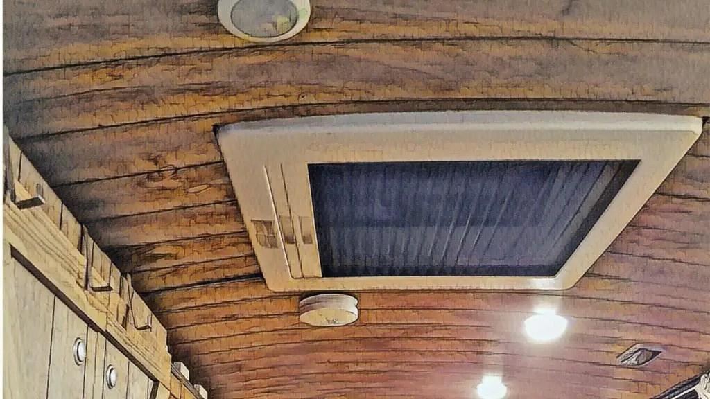 Die Zwangsbelüftung in der Dachluke im Camper und Wohnmobil