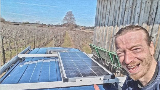 Solaranlage für Camper auf selbstgebauter Halterung