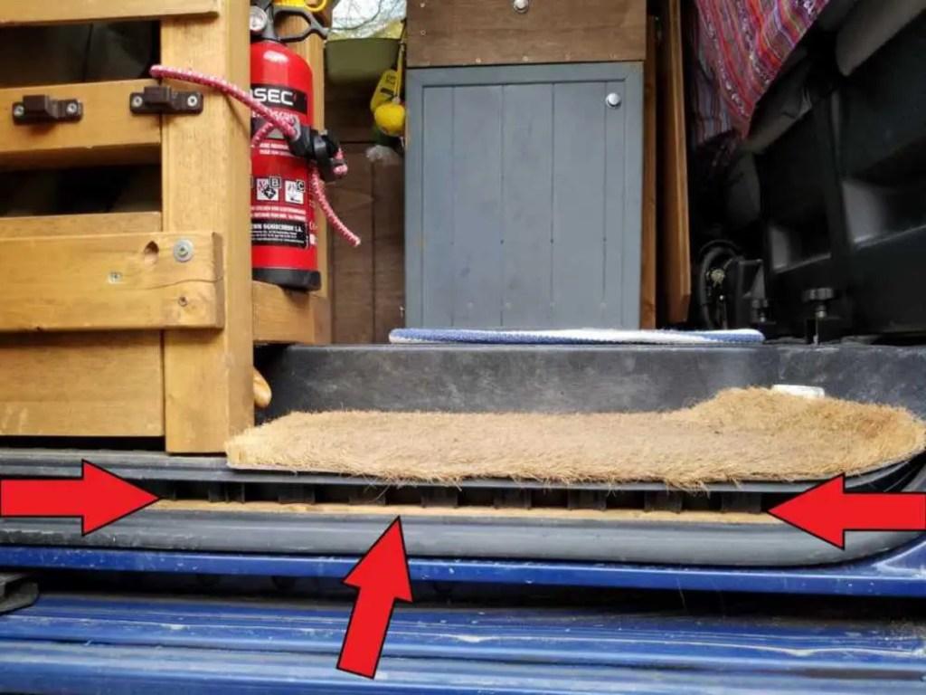 Bodenplatte Erhönung an der Trittstufe bei VW Bus