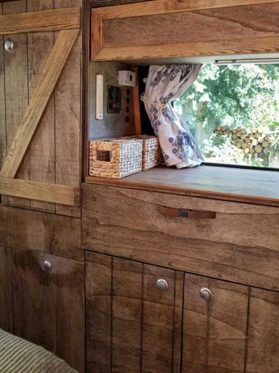 Push-Lock Möbelschlösser im Camper Ausbau beim selber bauen der Möbel