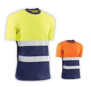 Camiseta de manga corta con bandas reflectantes y bolsillos en el pecho. Disponible en dos colores y compuesto de poliéster de 140 gr/m2. Disponible en multiples tallas.