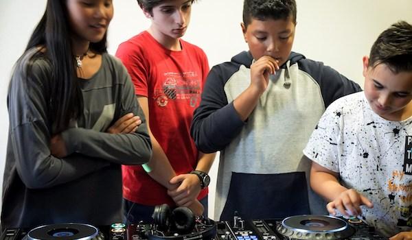taller DJ para niños baffledjs