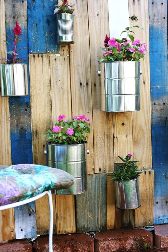 Usar material reciclável também é uma ótima idéia, e ficou lindo!*