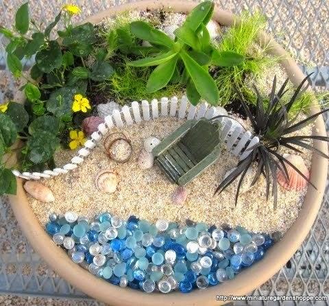 Para os já iniciados na arte da jardinagem hehehe Dá pra brincar com vasos e criar miniaturas de jardins, coisa mais fofa EVER!!*
