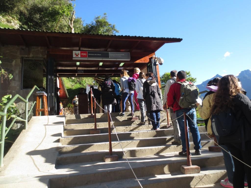 A entrada de Machu Picchu (e sua fila)