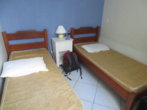 Nosso quarto, com 2 camas