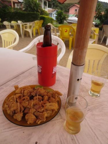 Porção de lula a dorê e uma cervejinha no Bela Ilha