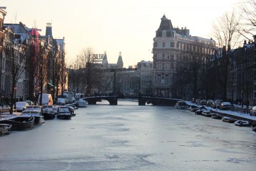 Canal congelado