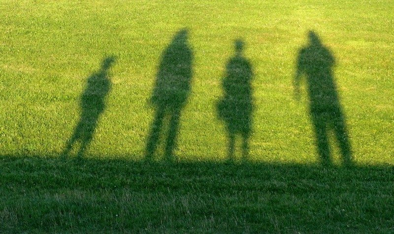 travel-family-contour-shadow-man-woman-child