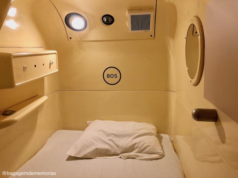 Hotel cápsula no Japão: A cápsula por dentro. Tudo o que você precisa para passar a noite.