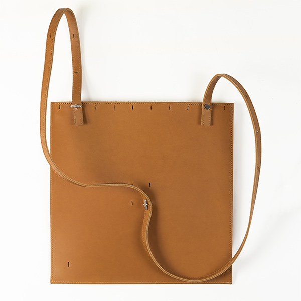 sac-a-dos-cuir-vegetal-naturel-et-orange-BAGaSUTRA-NYVetSMV