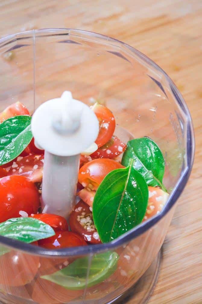 Tomat, basilikum og hvidløg