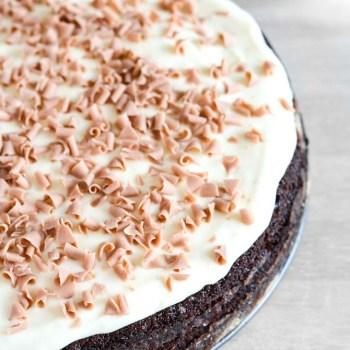 Chokolade fudge kage med glasur fra Bageglad