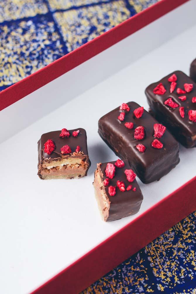 Nougat, krokant og hindbær konfekt