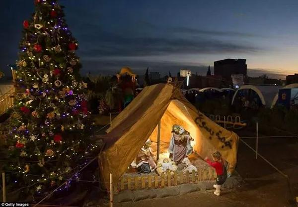 Christmas in Iraq at a refugee camp
