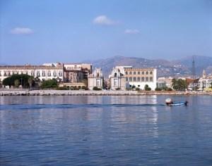 Il mare, la costa e la cittàdi Andrea di Napoli