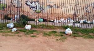 """Passaggio Graziano alla stazione: il """"biglietto di benvenuto"""" tra incuria e rifiuti. -  La denuncia dei pendolari """"la sera diventa anche un luogo pericoloso"""""""