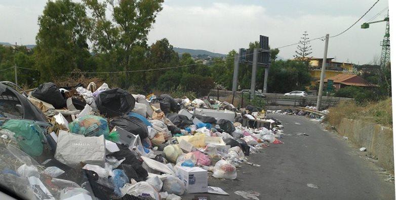 """Continuano le proteste per i rifiuti in contrada """"Incorvino Lanzirotti"""""""
