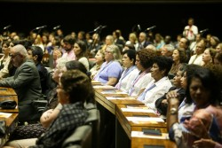 Des représentants d'un large éventail de partis politiques se sont réunis pour participer à la séance, ce qui a été relevé par certains conférenciers comme un signe de l'unité que les enseignements de Bahá'u'lláh inspirent.
